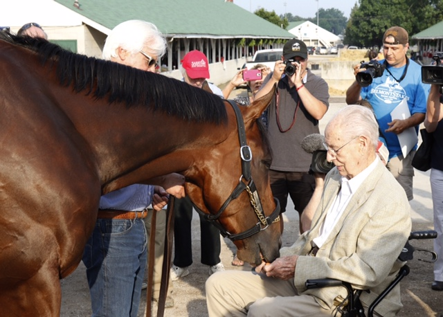 PHOTO 20150612 98yo Dr William McGee feeds American Pharoah carrots